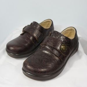 Alegria Joleen Molasses Tooled Clogs JOL-422